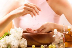 Essential Oils to Whiten Yellow Nails